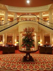 lobby qm2