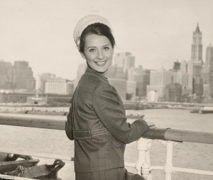 26C4034400000578-3000444-Female_passenger_on_the_rail_with_New_York_in_background_Photo_t-a-3_1426846769267